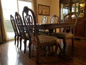 Kitchen set with 6 chairs and dresser