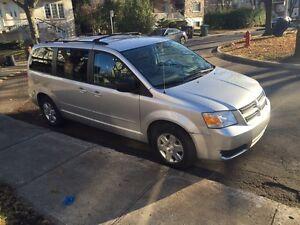 Dodge grand caravan 2008  .  Stow&who  mini van - van