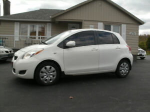 2010 Toyota Yaris LE: Auto, 4 Cylinder, Looks & Drives Great!