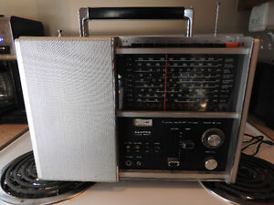 LLOYDS SOLID STATE 10 BAND RECEIVER