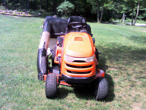 Simplicity Lawn Tractor with Triple Bagger Gatineau Ottawa / Gatineau Area image 2