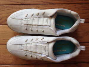 Sketchers size 7.5 white runners
