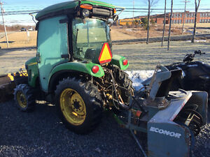 2009 JOHN DEERE 3720 ( WILL TAKE INTERESTING TRADE )