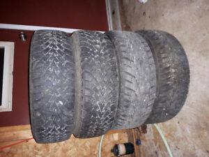 4 pneus d'hiver avec rims a vendre