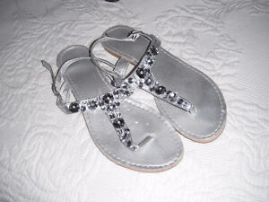 Jewel top sandals, sz 7, great to pack for winter vacation!