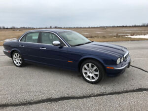 JAGUAR 2004 Vanden Plas XJ8 - MINT CONDITION