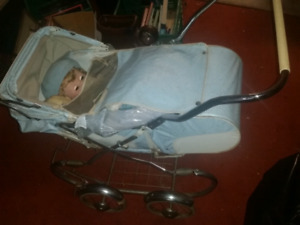 Antique doll / baby carriage