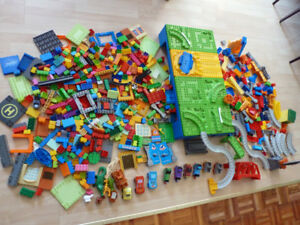 Mega Bloks (comme Duplo) 660 pcs Thomas / Flash McQueen