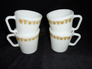 PYREX BUTTERFLY GOLD D HANDLED MUGS-4