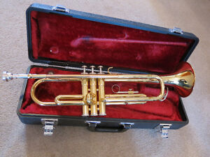 Yamaha Trumpet Model YTR 1335 - plays great!