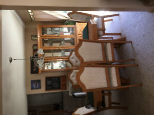 Buffett /Hutch with dinning room table