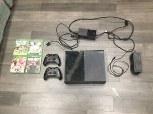 XBOX One 500GB Bundle - 4 Games + 2 Controllers + Charging Stand