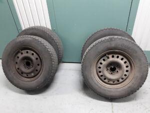 4 pneu d'hiver avec jantes