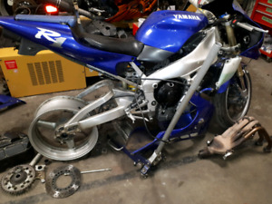PARTING OUT 1998 Yamaha YZF R1