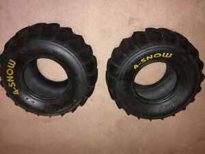 2 Pneus Maxxis 4 snow AT22X10-9 / comme neuf