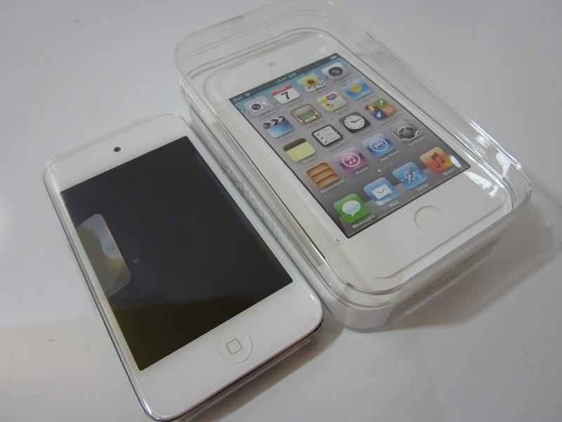 iPod touch 4. 16g in white & silver