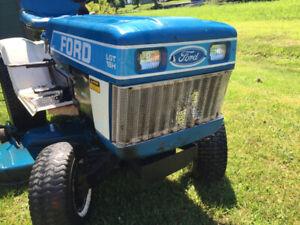 Tracteur à gazon Ford 18LT