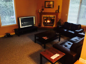 Room available; 5 mins walk to Nait,Kingsway Mall, Lrt, Downtown