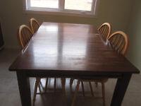 Ensemble 1 table et 5 chaises en bois erable