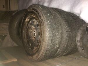 Pneu et roue d'acier  215/65/r16
