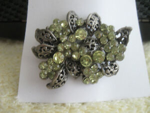 CLASSY OLD-FASHIONED VINTAGE LADY'S GEMMED BROOCH