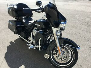 2013 Harley-Davidson Electra Glide Ultra Limited with 5100km!