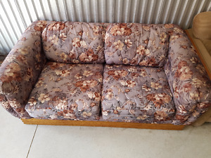 Good condition couch with 2 pillow FREE DELIVERY