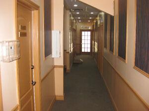 Bureau dans centre Affaire Montreal-Nord