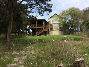 Gorgeous Texas Hillcountry Lakehouse~ monthly deal!