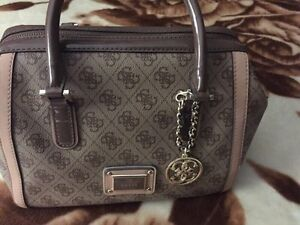 BRAND NEW GUESS BAG!!