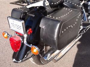 Motocyclette Road Star 2003 tout équipé