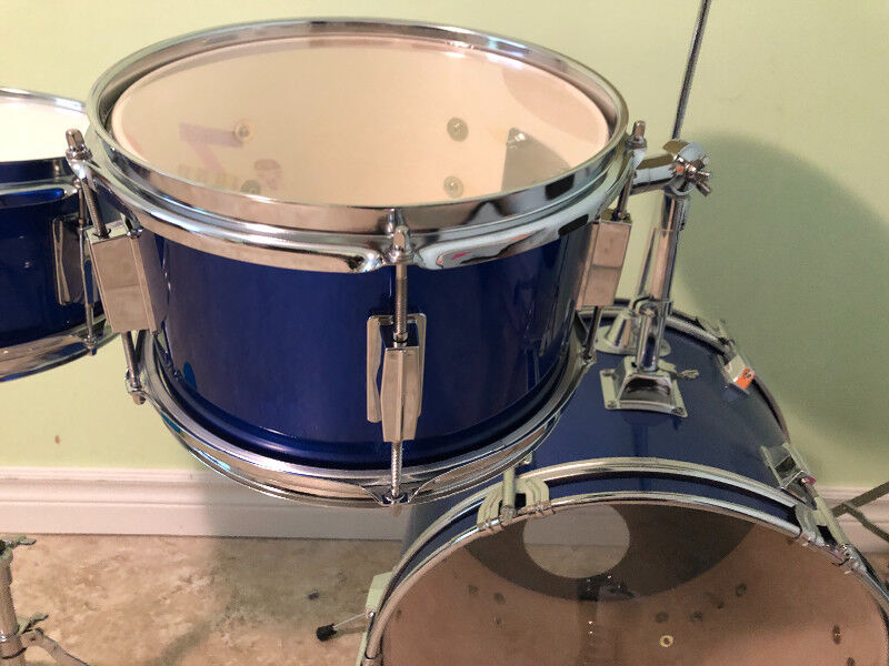 5 piece drum sets likenew drums percussion kitchener waterloo kijiji. Black Bedroom Furniture Sets. Home Design Ideas
