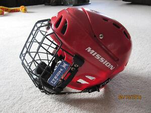 Medium Hockey Helmet with Cage Kitchener / Waterloo Kitchener Area image 1