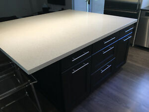 Kitchen Island with Seating for 5