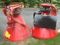 2 agricultural spreaders
