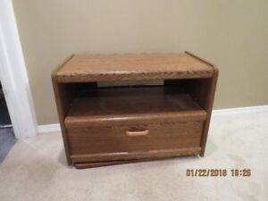 Swivelling TV Stand