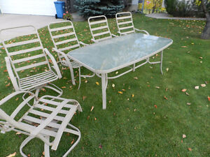 TABLE AND CHAIRS PATIO SET $20 Or Best Offer