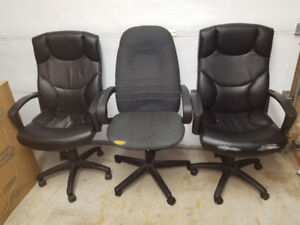 Assorted office chairs with swivel wheels and hydraulic lift