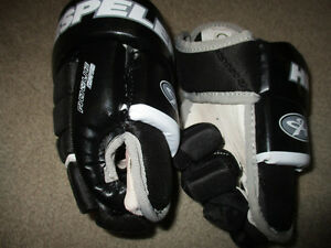 Hockey gloves toddler size new condition