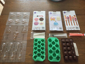 Chocolate moulds + large chocolate spatula + sticks + brushes