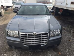 2007 Chrysler 300touring.. low km..no accident.Leather interior