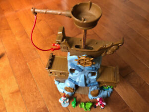 ONE HOOKS ADVENTURE ROCK, JAKE AND THE NEVERLAND PIRATES