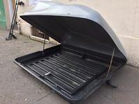 Lockable car roof box