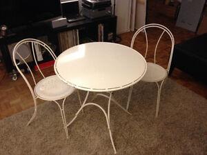 White metal patio furniture