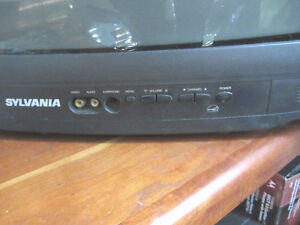 "SYLVANIA TUBE TV 17"" Picture- Don't be fooled though...great pic North Shore Greater Vancouver Area image 3"