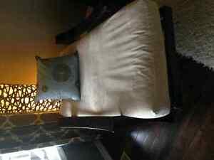 Beautiful Wood Accent Chair Oakville / Halton Region Toronto (GTA) image 3