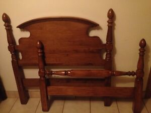 'VILAS' vintage maple twin bed