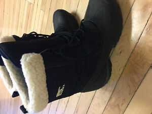 Sorel Snow shoes - 1 time used - like new