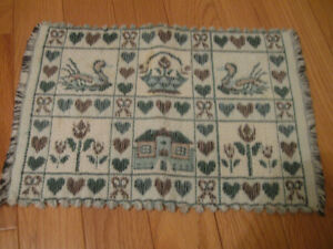 ADORABLE FRINGED THICKLY-WOVEN COUNTRY-STYLE TABLE MAT