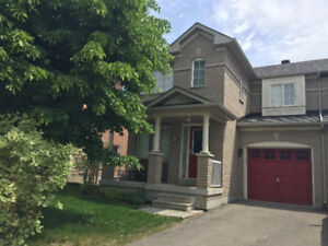 Grant Semi-Detached In Newmarket Woodland Hills For Lease